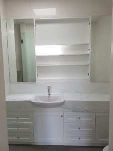 aokkitchens-gallery-vanities-with-white-basin