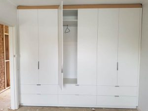 aokkitchens-gallery-wardrobe-with-one-door-open